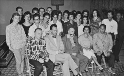 Retrat de grup dels assistents al I Curs Internacional de Música de Sitges al Palau Maricel
