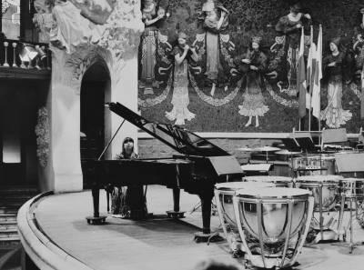 Actuació d'una concursant japonesa en la prova final de piano de la XXVIII edició del Concurs Maria Canals, al Palau de la Música Catalana