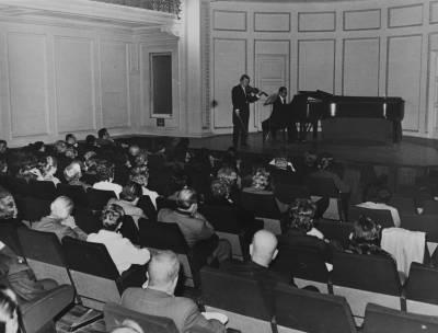 Concert inaugural de la XVIII edició del Concurs Maria Canals amb Pedro Leon al violí i Fernando Puchol al piano, al Casal del Metge de Barcelona