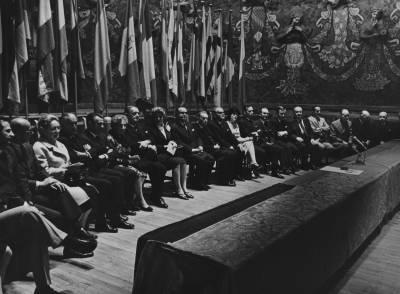 Retrat del Jurat de la XVII edició del Concurs Maria Canals, a l'escenari del Palau de la Música Catalana