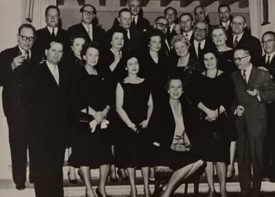 Retrat de Maria Canals amb  els membres de la Federació de Concursos Internacionals de Música