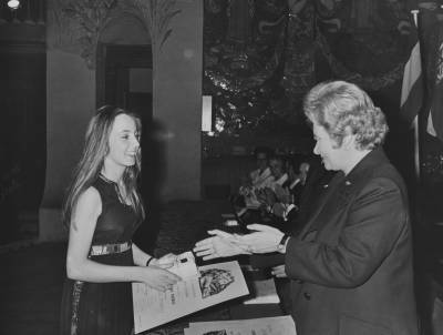Maria Canals entrega el segon premi de piano a la francesa Beatrice Hindley