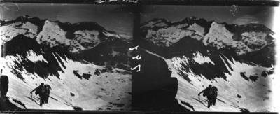 Grup d'excursionistes per la Cresta de Llosàs a la Vall de Benasc amb neu