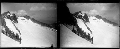 Excursionistes a la Cresta de Llosás, Benasc amb neu