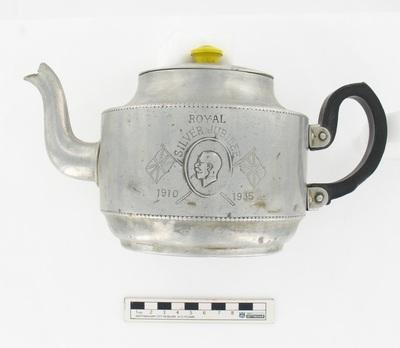 tea pot: Royal Silver jubilee 1910-1935.