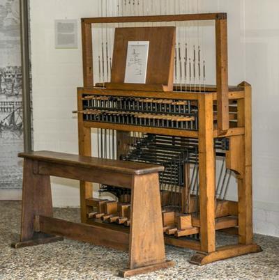 Beiaard met klavier van een octave (12 klokken)