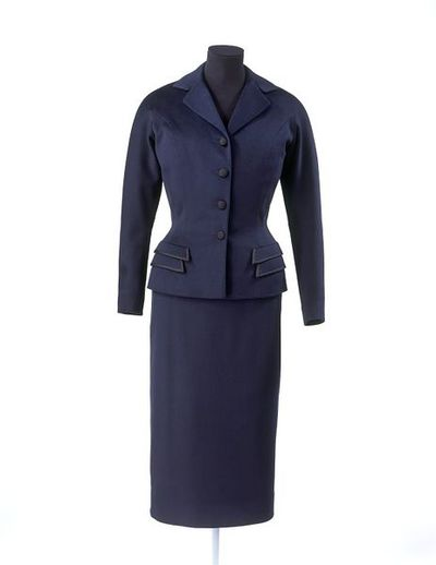 Jacket and skirt of wool lined with crêpe de chine, designed by Charles Creed, London, 1954.