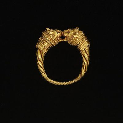 Ring, possibly for a lock of hair, decorated with lion-head terminals, Greece, 4th-3rd century BC. A ring, possibly for a lock of hair, decorated with lion-head terminals.  Gold.
