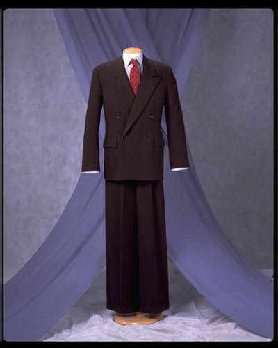 Man's woollen suit consisting of a jacket with straight-legged trousers, made for Utility, Great Britain, 1940s.
