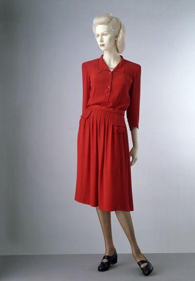 1942; English; Utility, Molyneux?; red rayon crepe; BT4.