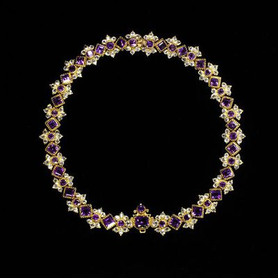 Necklace, amethysts and brilliant-cut crystals set in gold, probably England, early 18th century. Necklace, amethysts and brilliant-cut crystals set in gold.  Amethysts, crystals and gold.
