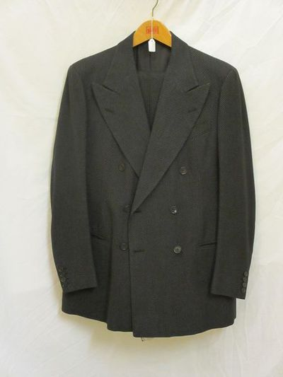 Lounge suit in worsted, shirt, tie, leather Oxford-style shoes, silk handkerchief, ca. 1930s, English.;;;;;;;;;;;;