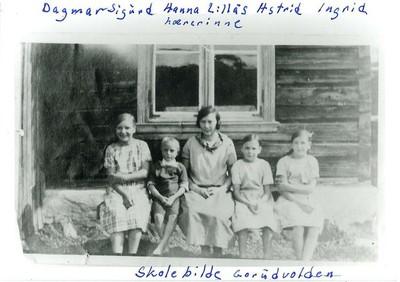 Stengt paa grund av uveir -Gorudvolden Kredsskole anno 1900