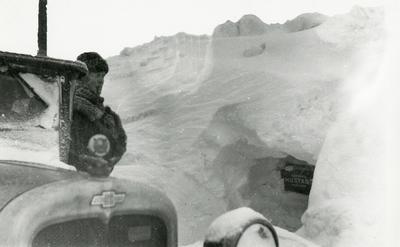 Med bil gjennom snøstormen, februar 1931