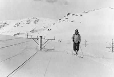 Inspeksjon av snømengder ved Hallingskeid