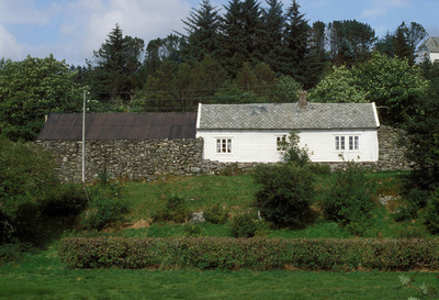 Samanbygd hus på Hopland