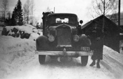 Olaf Dalseths lastebil, Dodge 1937 modell, reg.nr. D-789, med genarator for knottfyring. Moelven Brug 1943.