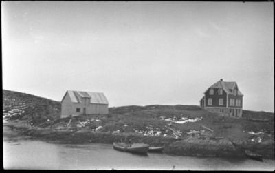 Huset og løa til Morten Kjempenes på Bjørnøya (under Melver)