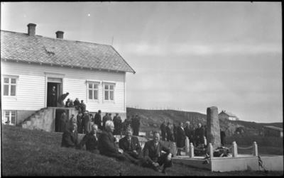 Avduking av minnesmerke over brødrene Vemund og Asbjørn Melver