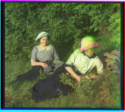 To kvinner i gresset.