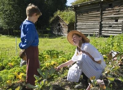 På historisk ferieskole får barn kjennskap til tradisjoner og historie gjennom opplevelser, lek og læring.