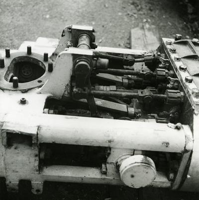 Del av brannpumpe fra slepebåten Båsen tilhørende Kaldnes mek. Verksted. Før pumpen ble installert i slepebåten i 1939 har den vært i bruk ved Tønsberg Brannstasjon, montert på et understell sammen med en dampkjele