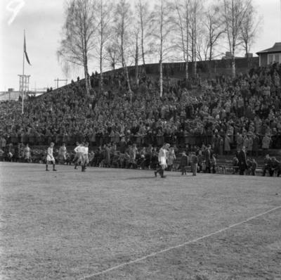 Fotbollsmatch på Vapenvallen i Huskvarna.