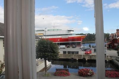 Stavangerfjord på vei ut fjorden. Sett fra museumskontoret og fra gata i Langesund. 24.09.2013.