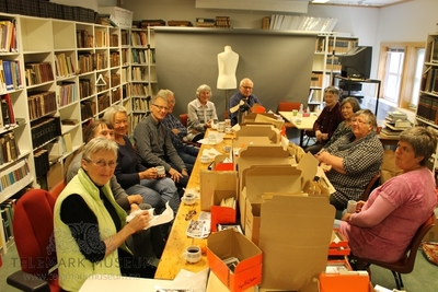 Berg-Kragerø Museums venner. Onsdagsgruppa tar en velfortjent pause. 14.05.2014