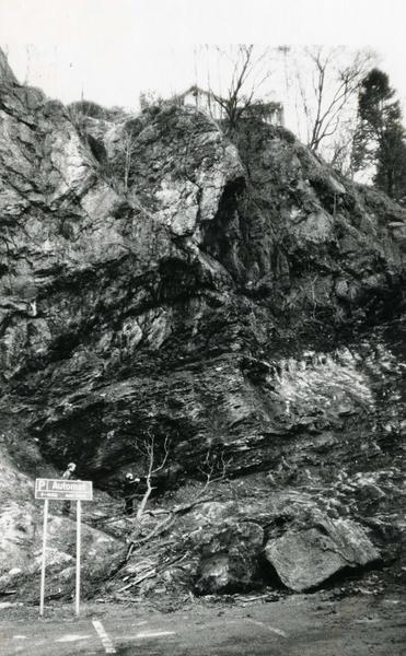 Rensing av fjellet bak Theilergården januar 1983.