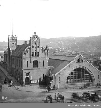 Jernbanegaarden (Den gamle Østbanestasjonen) stod ferdig i 1854. Arkitekter: Schirmer og von Hanno.