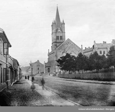 Grønland kirke, Grønlandsleiret 34. Oppført som langkirke i nyromantisk stil.