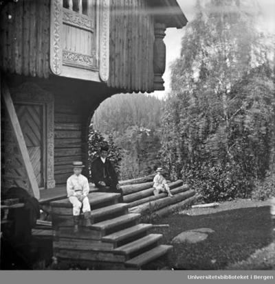 Sarabråten ble kjøpt i 1856 av konsul Thomas J Heftye og bygd som sommerbolig.