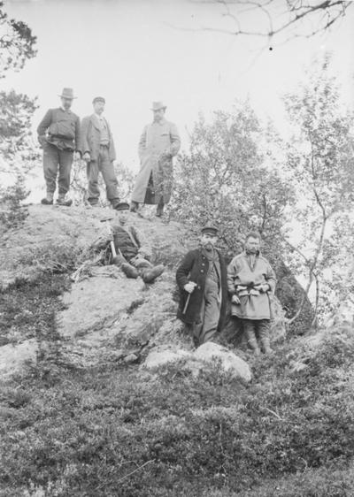 Fra malmskjerpingen ca 1900. Johan Hilmar Kjellmann i midten nede.