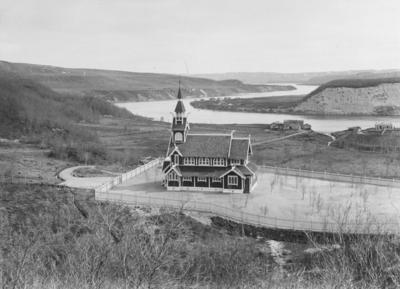 Neiden kapell med Neidenelva i bakgrunnen 1902