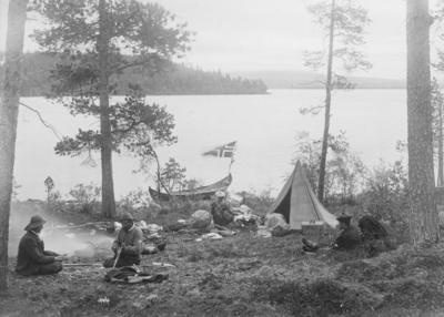 Leir ved Langvannet nær Kobbfoss i Pasvikdalen høsten 1898.