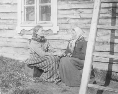 Finnekoner i Neiden. Fra høyre: Grete Kersilæ og Lisa Riesto.