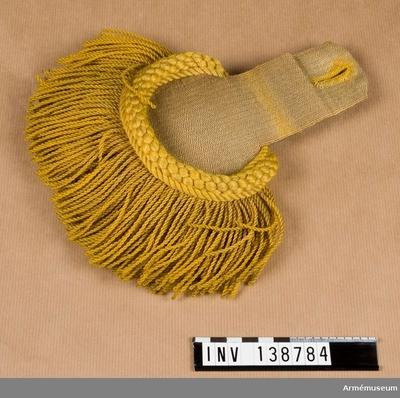 Epålett m/1854, Epålett m/1854 för manskap vid Sappörkompaniet : Grupp C I. Epåletter av gult redgarn, den ena fodrad med blått, tuskaftat linne, den andra med d:o bomull. (Den ena epåletten blekt.) Epåletter enligt go 30/12 1854.  Inkom 1886 1 st från K.A.I.D. Militärbyrå, gåva. Inkom 1896 1 st köp.