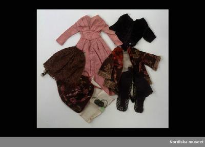 15fe731c7115 Dockkläder: Inventering Sesam 1996-1999: Garderob, dockgarderob (a-f), 8