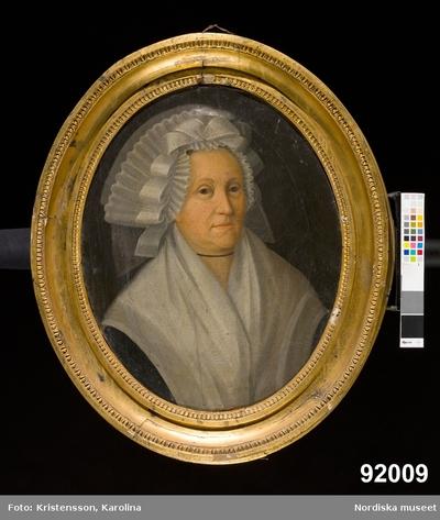 Porträtt: DamporträttKläder : HuvudbonadKvinnaMotivkategori : Porträtt