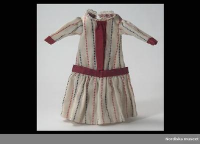 88059399d13b Klänning: DockklänningInventering Sesam 1996-1999: L 22,5 cm Dockklänning,  barnmodell