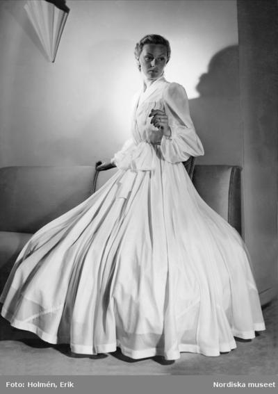 Dressinggown sydd av en engelsk fallskärm. Nordiska Kompaniet.