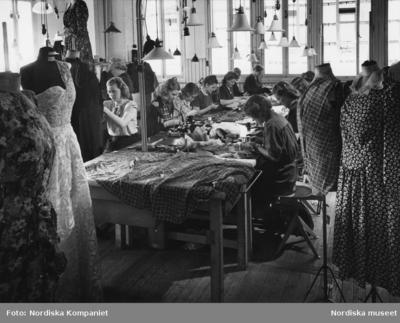 Arbete Arbetsplats Belysning Handel Hantverk Interiör Kläder : Damkläder Mode Textil