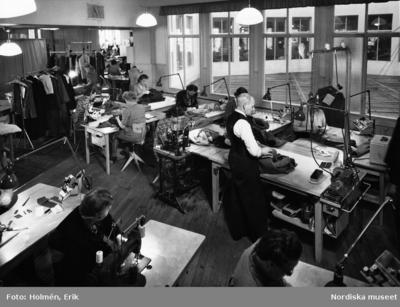 Handel Interiör : Arbetsrum Kläder : Damkläder Kläder : Herrkläder Mode