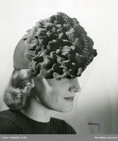 Portätt av en kvinna med hatt. Rose Descat.