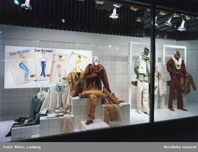 Handel Kläder : Byxor Kläder : Damkläder Kläder : Herrkläder Mode
