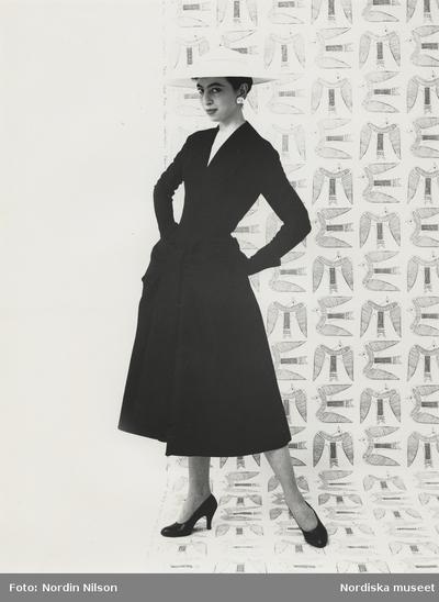 Modell i svart klänning f7a997f32ab0c