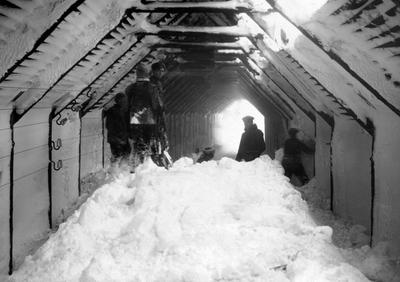 Røyk og snø i snøoverbygga