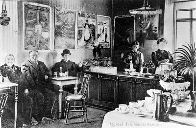 Serveringspersonalet og restauranten på Myrdal