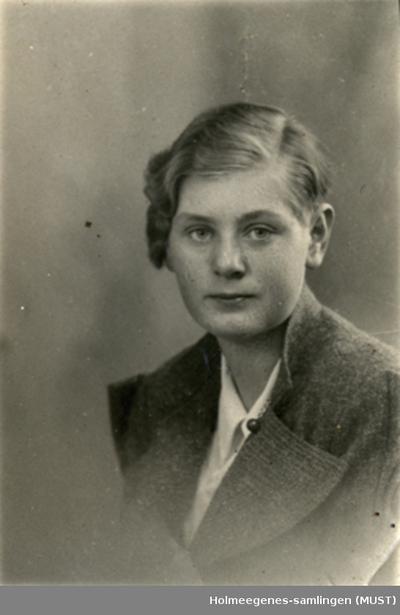 Passfoto av en ung kvinne